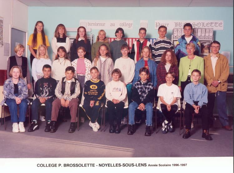 photo de classe 4 me c de 1996 coll ge pierre brossolette copains d 39 avant. Black Bedroom Furniture Sets. Home Design Ideas