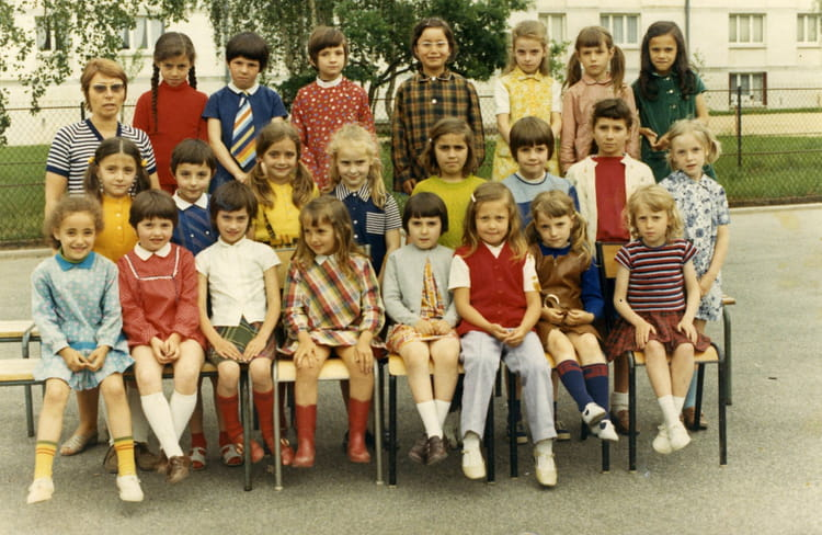 photo de classe ce1 ecole primaire jean mac de 1972 ecole jean mace sainte genevieve des bois. Black Bedroom Furniture Sets. Home Design Ideas