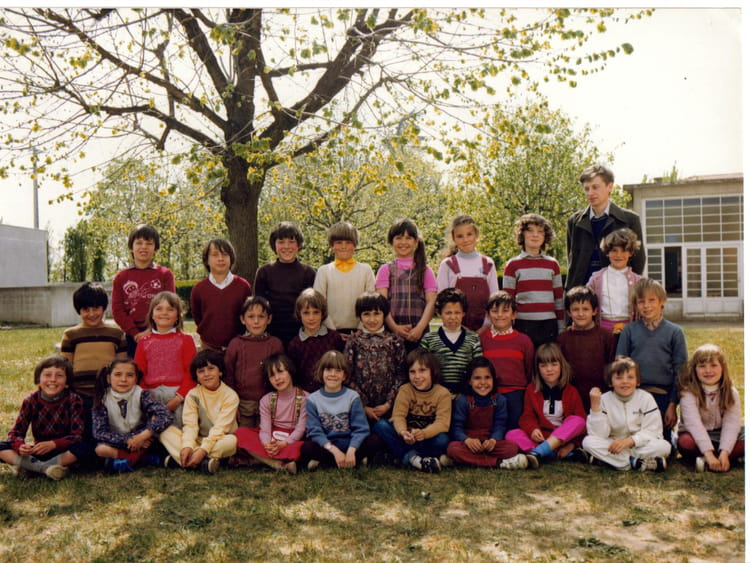 photo de classe ce 1 de 1981 ecole thibaud saint just saint rambert copains d 39 avant. Black Bedroom Furniture Sets. Home Design Ideas
