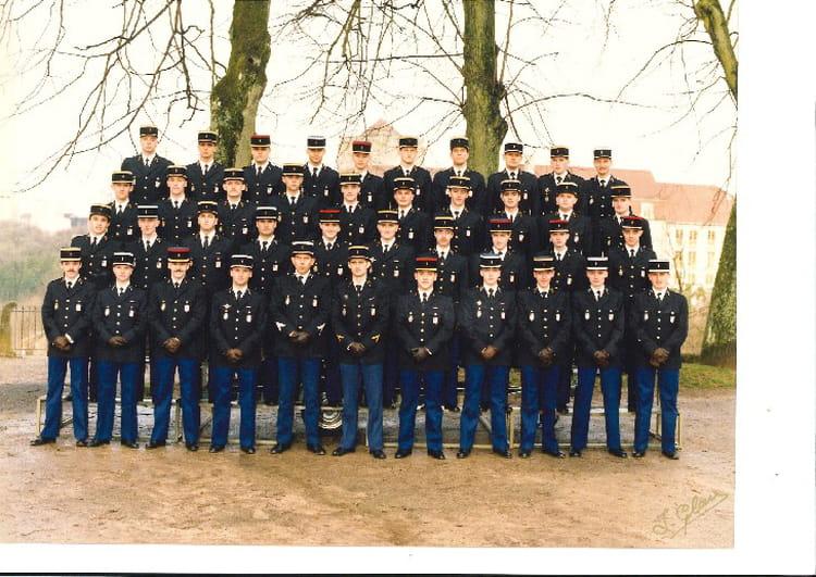 photo de classe promotion 327 me ecole de gendarmerie chaumont de 1988 ecole gendarmerie. Black Bedroom Furniture Sets. Home Design Ideas