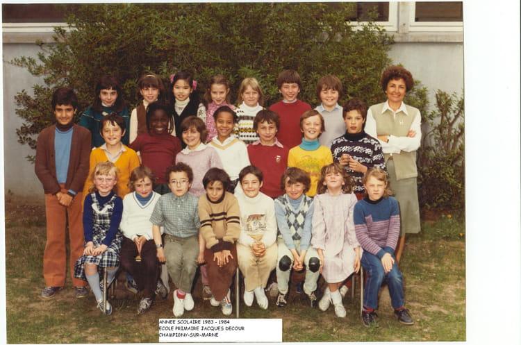 photo de classe cm1 de 1984 ecole jacques decour copains d 39 avant. Black Bedroom Furniture Sets. Home Design Ideas