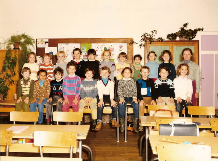 photo de classe ce1 de 1984 ecole citadelle montbeliard copains d 39 avant. Black Bedroom Furniture Sets. Home Design Ideas