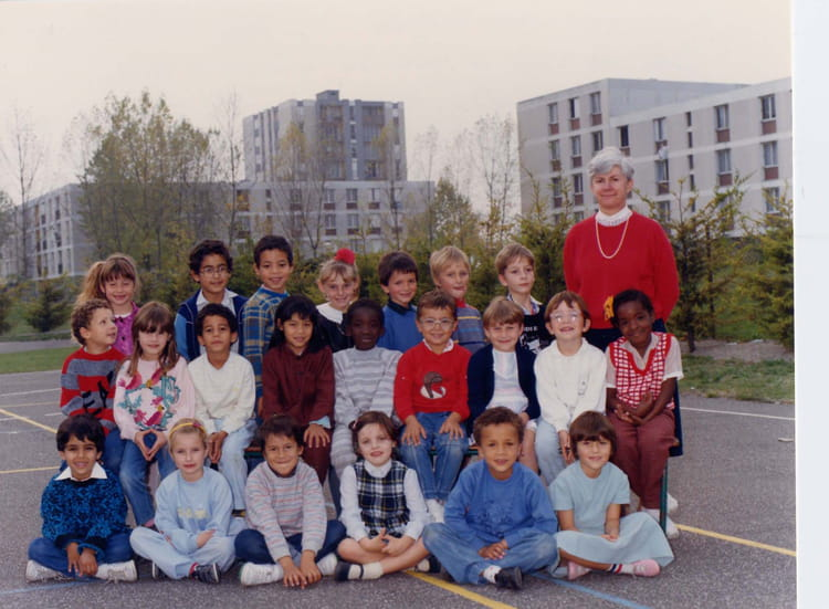 photo de classe cp de 1986 ecole teilhard de chardin la chapelle saint luc copains d 39 avant. Black Bedroom Furniture Sets. Home Design Ideas