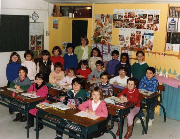 Photo de classe CE1 CE2 de 1990, Ecole Marcel Cachin (Sainte Genevieve Des Bois) Copains d'avant # Auto Ecole Sainte Genevieve Des Bois