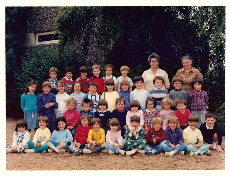 photo de classe maternelle de 1986 ecole cherbuet saint vincent de boisset copains d 39 avant. Black Bedroom Furniture Sets. Home Design Ideas