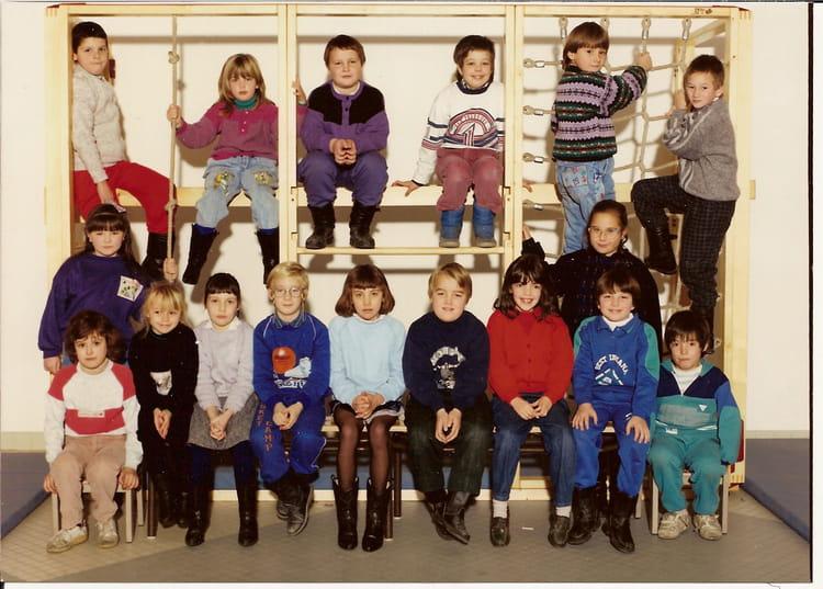 photo de classe classe primaire 001 de 1988 ecole maurice lenne anhiers copains d 39 avant. Black Bedroom Furniture Sets. Home Design Ideas