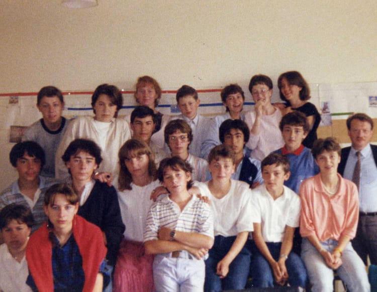 photo de classe 3 a villeneuve saint germain de 1985 coll ge louise michel copains d 39 avant. Black Bedroom Furniture Sets. Home Design Ideas