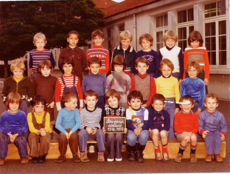 photo de classe primaire de 1976 ecole pre benit bourgoin jallieu copains d 39 avant. Black Bedroom Furniture Sets. Home Design Ideas