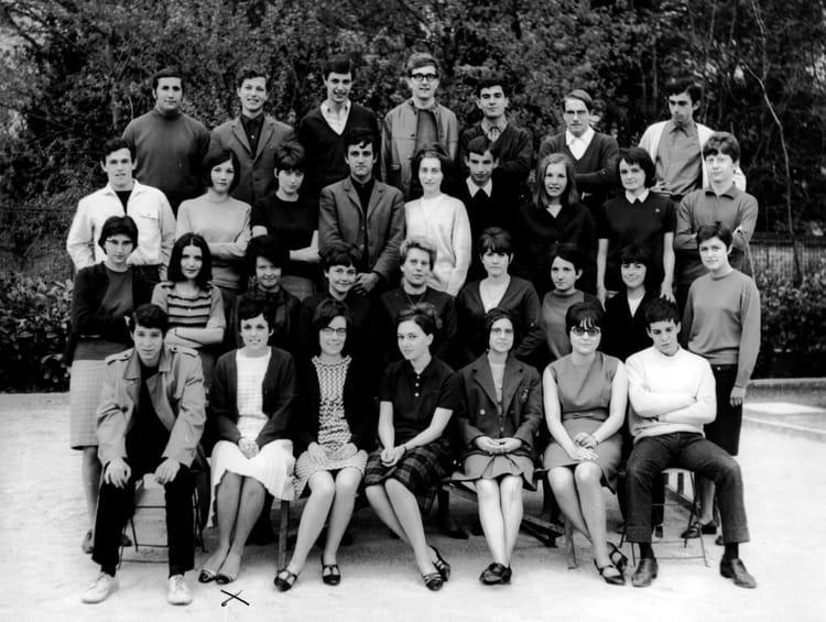 photo de classe terminale philo de 1967 lyc e l 39 oiselet copains d 39 avant. Black Bedroom Furniture Sets. Home Design Ideas