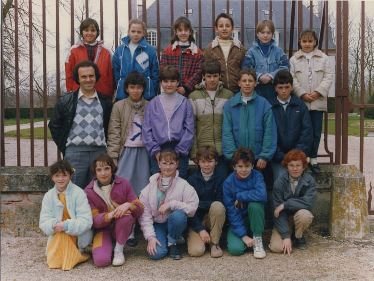 photo de classe cm2 de 1986 ecole aurillac arcis sur aube copains d 39 avant. Black Bedroom Furniture Sets. Home Design Ideas