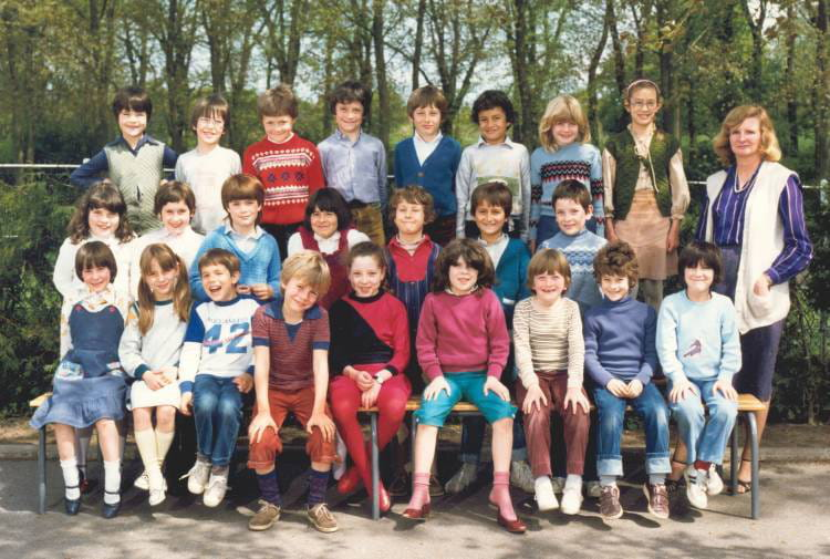 photo de classe classe de ce1 brou sur chantereine de 1982 ecole romain rolland copains d 39 avant. Black Bedroom Furniture Sets. Home Design Ideas