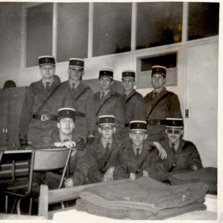 photo de classe esog chaumont 52 2 compagnie 2 peloton de 1975 ecole gendarmerie chaumont. Black Bedroom Furniture Sets. Home Design Ideas