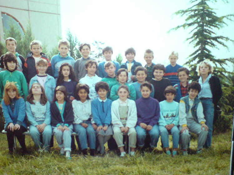 Photo de classe 6 eme college de peyrolles 87 88 de 1987 for Pronote college jean moulin salon