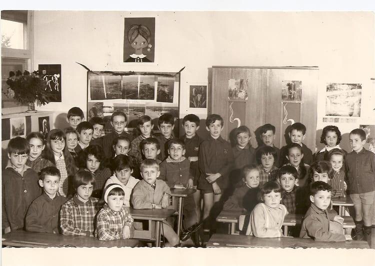 photo de classe ecole pasteur de 1966 ecole louis pasteur brie comte robert copains d 39 avant. Black Bedroom Furniture Sets. Home Design Ideas