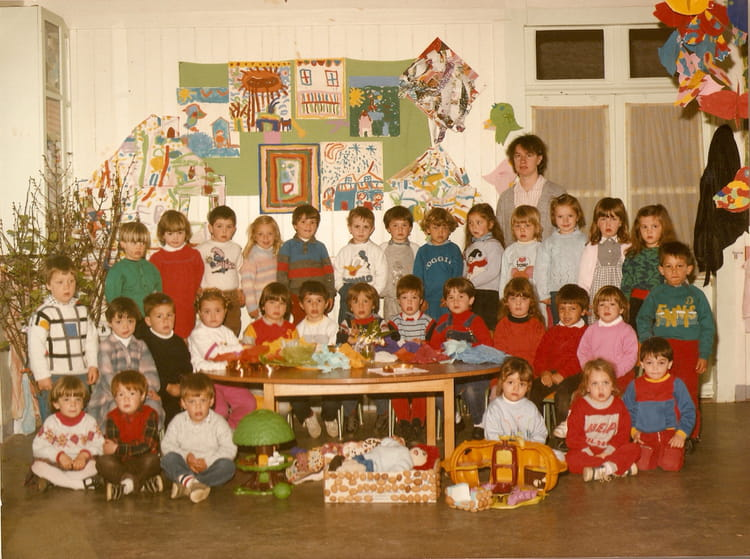 photo de classe petite section de 1985 ecole sainte marie arthon en retz copains d 39 avant. Black Bedroom Furniture Sets. Home Design Ideas