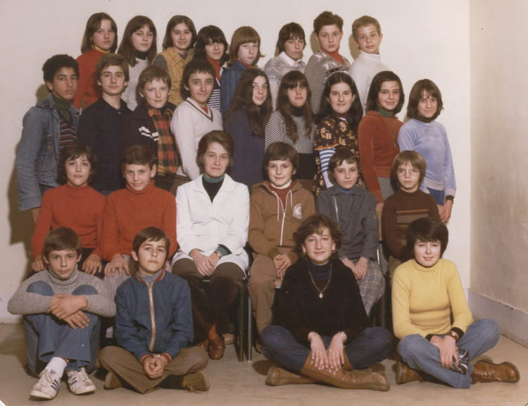 photo de classe 5 me de 1978 lyc e las cases copains d 39 avant. Black Bedroom Furniture Sets. Home Design Ideas