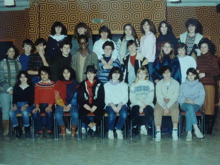 photo de classe 4eme b de 1983 coll ge la tuilerie copains d 39 avant. Black Bedroom Furniture Sets. Home Design Ideas