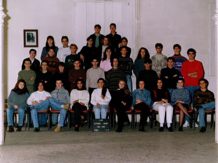 Photo de classe terminale 12 daudet nimes de 1992 lyc e for Lycee alphonse daudet
