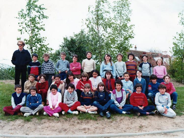 Photo de classe cm2 de 1982 ecole maurice genevoix - Piscine de chateauneuf sur loire ...