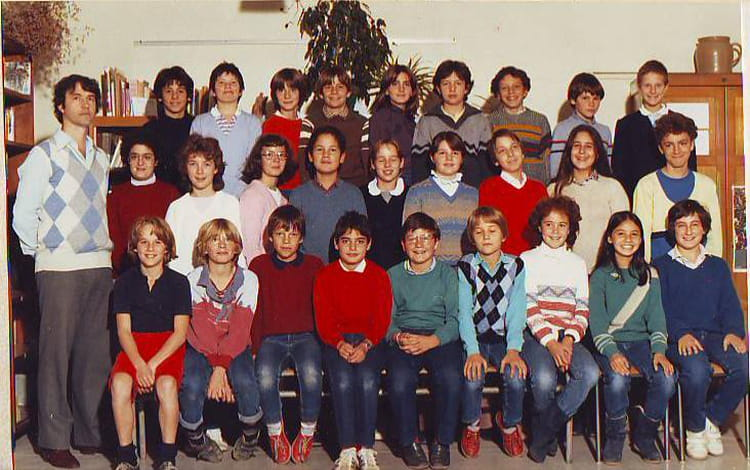 photo de classe 5ie 83 84 de 1983 coll ge pasteur copains d 39 avant. Black Bedroom Furniture Sets. Home Design Ideas