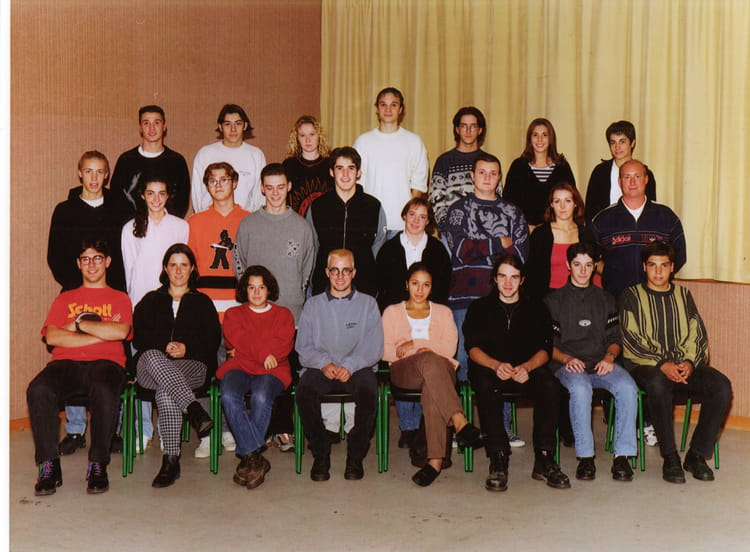 photo de classe terminale stt option commerce de 1997