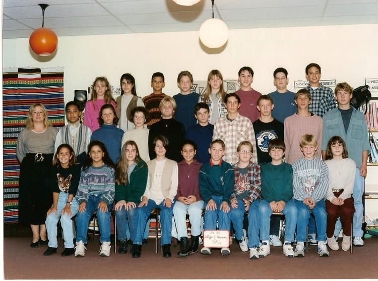 photo de classe 5eme4 1994 1995 de 1994 ecole le moulin fleuri brie comte robert copains d. Black Bedroom Furniture Sets. Home Design Ideas