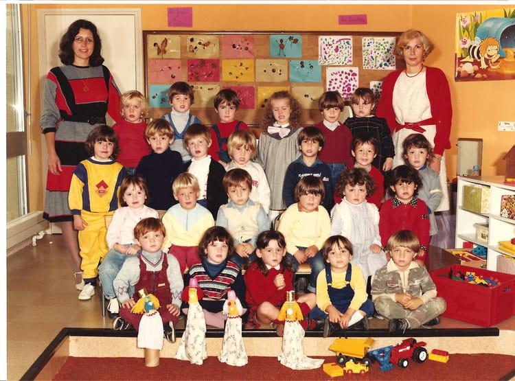 photo de classe classe des petits de 1984 ecole primaire saint jean de bournay copains d 39 avant. Black Bedroom Furniture Sets. Home Design Ideas