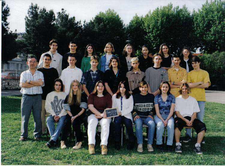 photo de classe 1ere s1 de 1997 lyc e viala lacoste copains d 39 avant. Black Bedroom Furniture Sets. Home Design Ideas