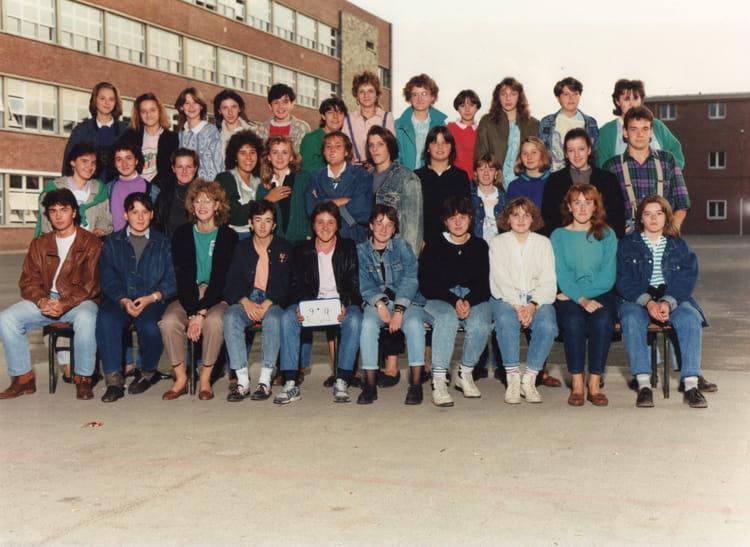 photo de classe 2nde 9 de 1988 lyc e edouard gand copains d 39 avant. Black Bedroom Furniture Sets. Home Design Ideas