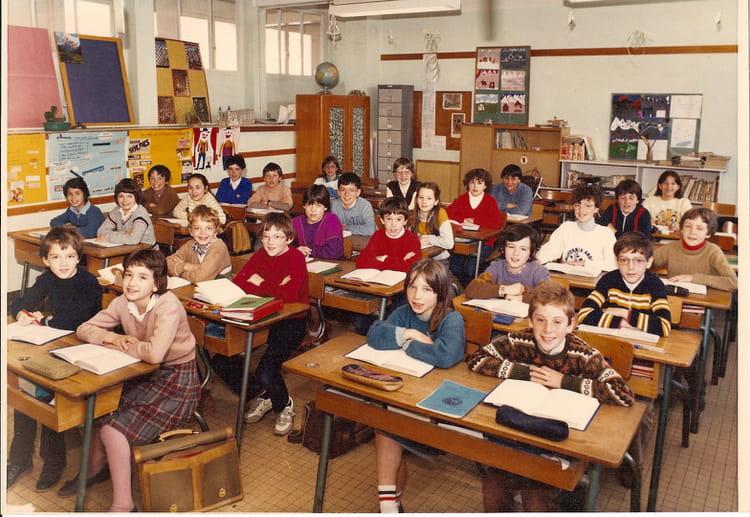 photo de classe cm2 de 1982 ecole paul doumer saint jean de la ruelle copains d 39 avant. Black Bedroom Furniture Sets. Home Design Ideas