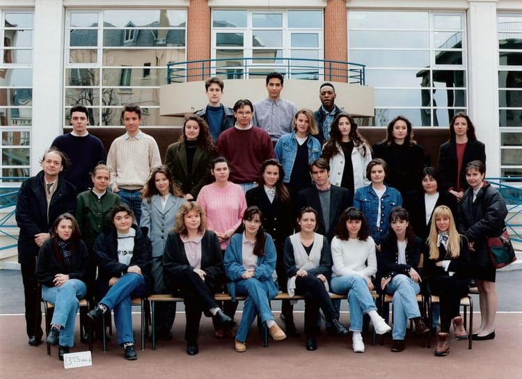 photo de classe bts action commerciale de 1994 lycee montalembert copains d 39 avant. Black Bedroom Furniture Sets. Home Design Ideas