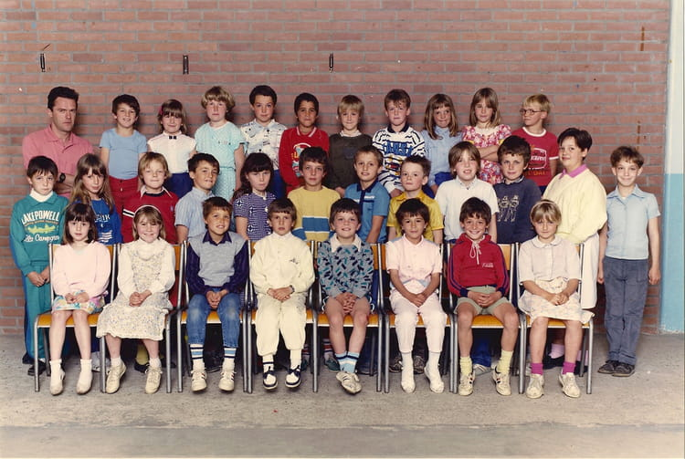 photo de classe ce1 ce2 de 1986 ecole bleue maison eperlecques copains d 39 avant. Black Bedroom Furniture Sets. Home Design Ideas