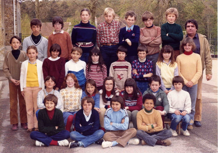 photo de classe cm2 de 1981 ecole champlat jouy sur morin copains d 39 avant. Black Bedroom Furniture Sets. Home Design Ideas
