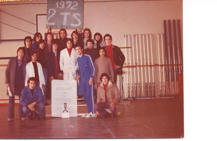 Photo de classe 2 ts de 1972 lyc e professionnel adam de - Lycee craponne salon ...