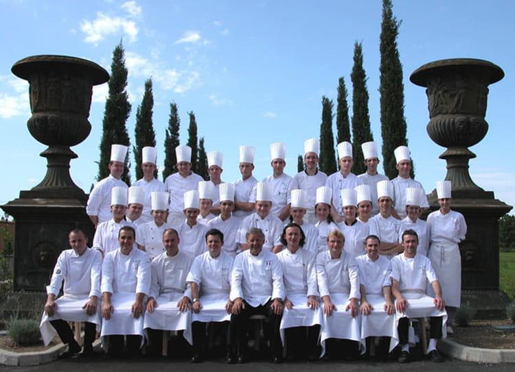 Photo de classe brigade de cuisine du restaurant georges blanc vonnas de 2006 restaurant - Cours de cuisine georges blanc ...