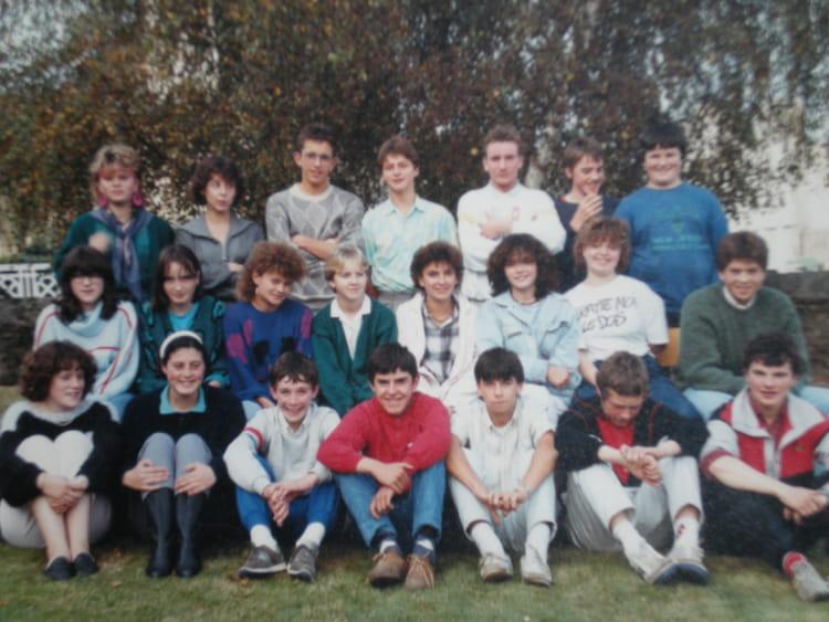 photo de classe 4 u00e8me de 1984  coll u00e8ge saint-yves