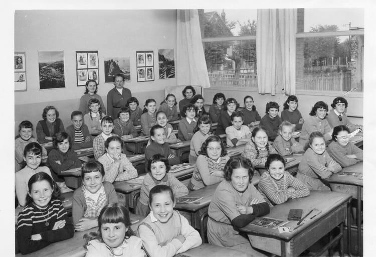 photo de classe cm2 de 1957 ecole ferdinand buisson sainte genevieve des bois copains d 39 avant. Black Bedroom Furniture Sets. Home Design Ideas