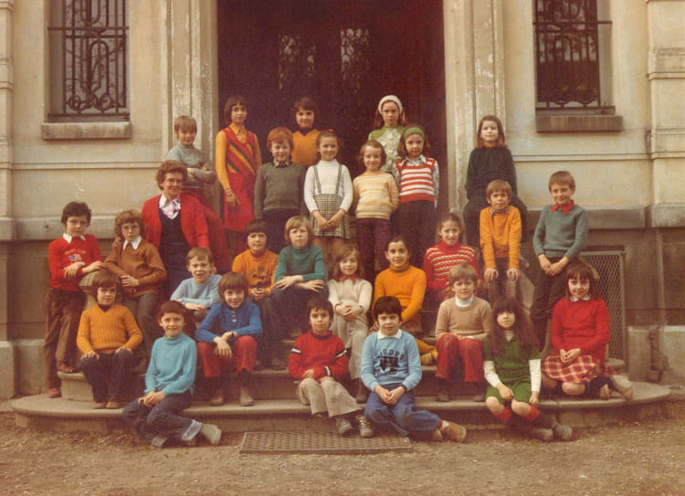 photo de classe ecole jeanne d 39 arc 9 me 1974 de 1974 ecole jeanne d 39 arc gisors copains d. Black Bedroom Furniture Sets. Home Design Ideas