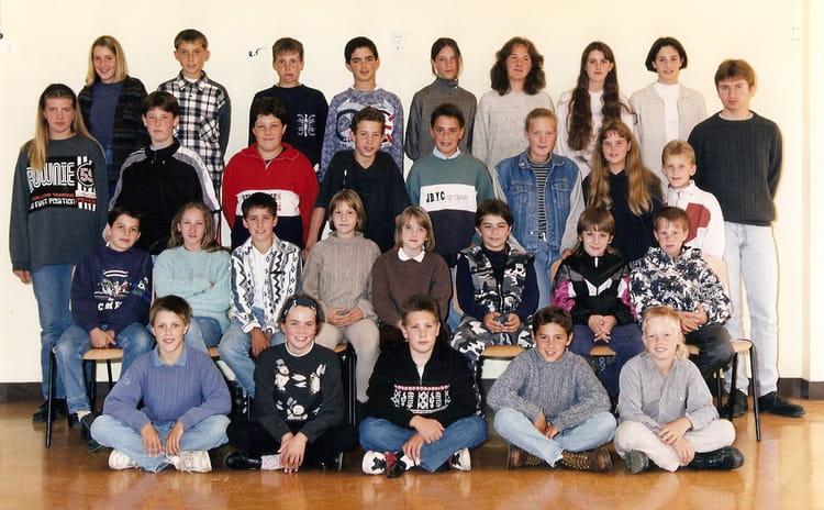 photo de classe 5 me 8 de 1996 coll ge l 39 oiseau blanc copains d 39 avant. Black Bedroom Furniture Sets. Home Design Ideas