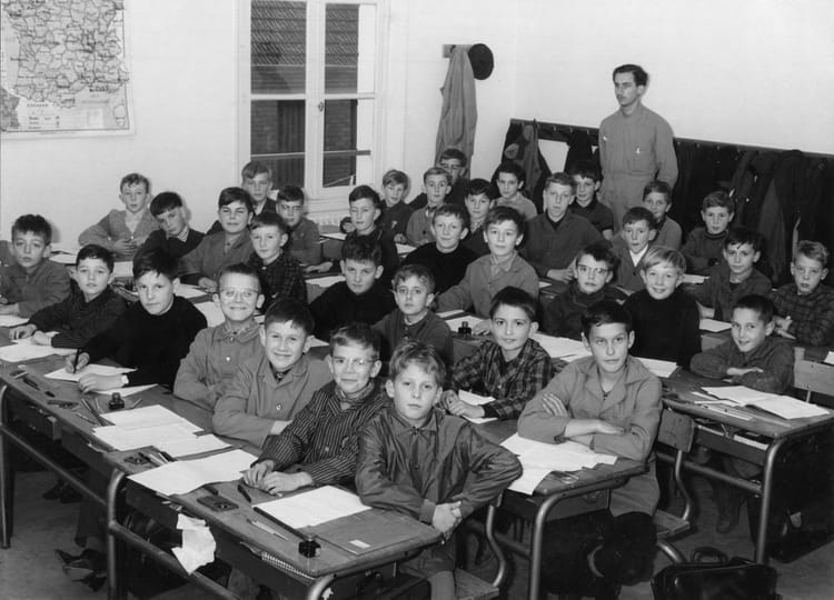 photo de classe classe de m auriaux de 1966 ecole bogaert a saint just en chaussee copains. Black Bedroom Furniture Sets. Home Design Ideas