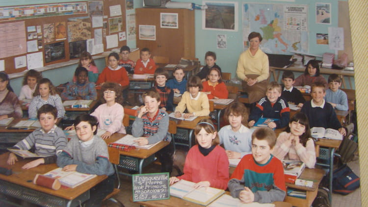 photo de classe cm1 de 1986 ecole louis lemonnier franqueville saint pierre copains d 39 avant. Black Bedroom Furniture Sets. Home Design Ideas