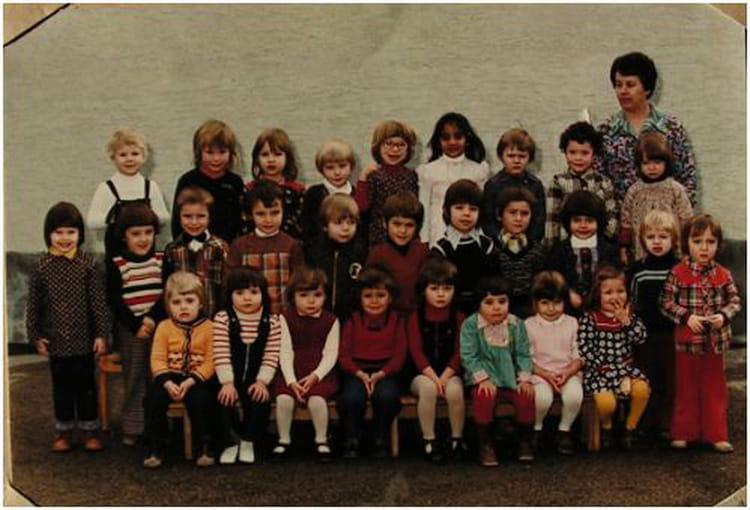 Photo de classe maternelle de 1976 ecole leclerc pierry for Leclerc pierry