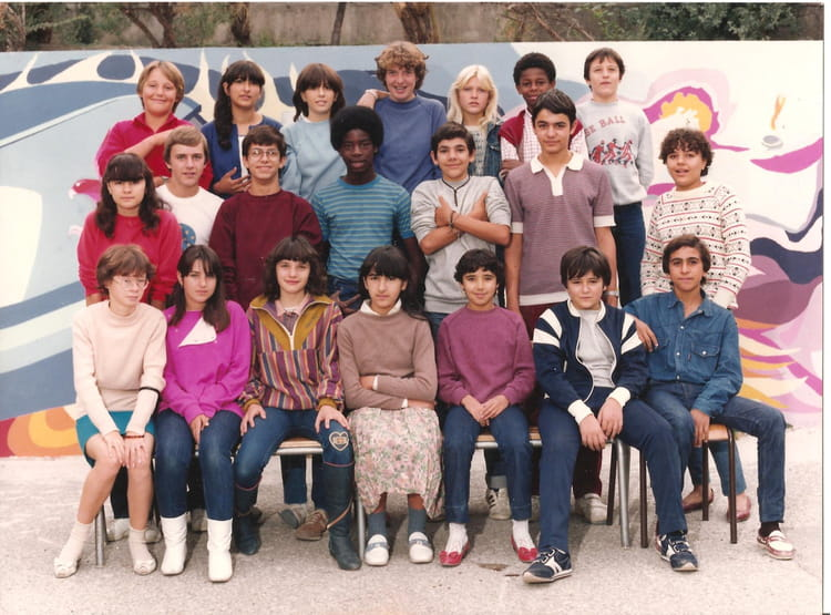 photo de classe 4e de 1982 college henri barnier copains d 39 avant. Black Bedroom Furniture Sets. Home Design Ideas
