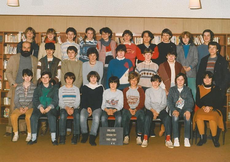 photo de classe 4 me4 de 1983 coll ge l 39 oiseau blanc copains d 39 avant. Black Bedroom Furniture Sets. Home Design Ideas