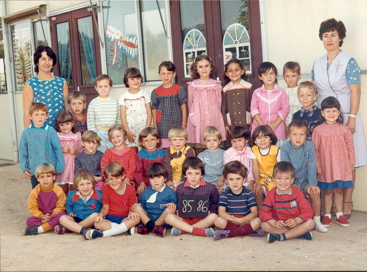 photo de classe 2eme annee maternelle st remy en rollat de 1985 ecole communale copains d 39 avant. Black Bedroom Furniture Sets. Home Design Ideas