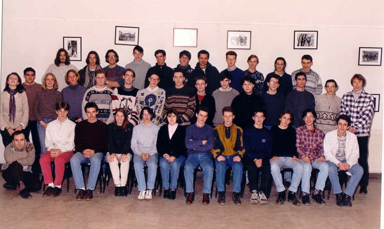 photo de classe sup 3 de 1995 lyc e louis thuillier copains d 39 avant. Black Bedroom Furniture Sets. Home Design Ideas