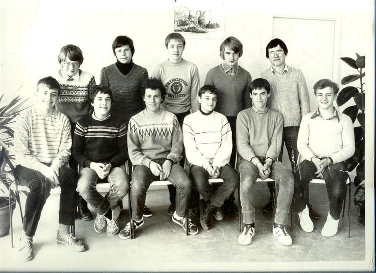 photo de classe 1 re ann e de m canique de 1982 lyc e professionnel ch teau potel copains d 39 avant. Black Bedroom Furniture Sets. Home Design Ideas