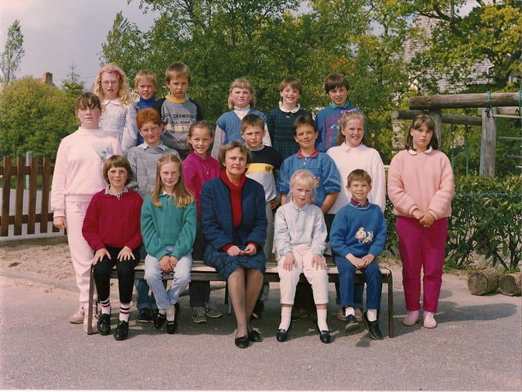 Photo de classe CM2 1986 de 1986, Ecole Primaire (Le Mesnil Au Val ...