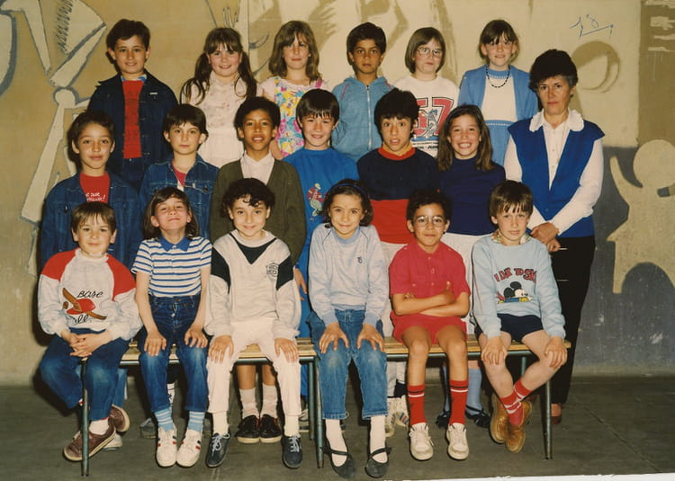 photo de classe ce2 de 1985 ecole les capucins melun copains d 39 avant. Black Bedroom Furniture Sets. Home Design Ideas