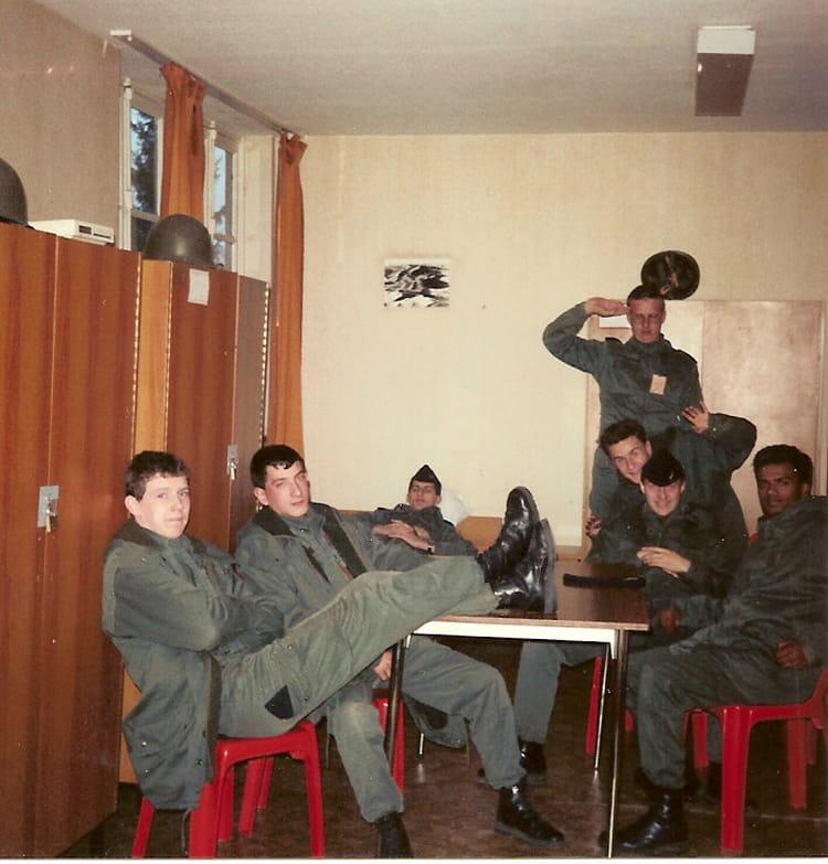 photo de classe ba 136 c i 89 10 de 1989 base aerienne 136 copains d 39 avant. Black Bedroom Furniture Sets. Home Design Ideas